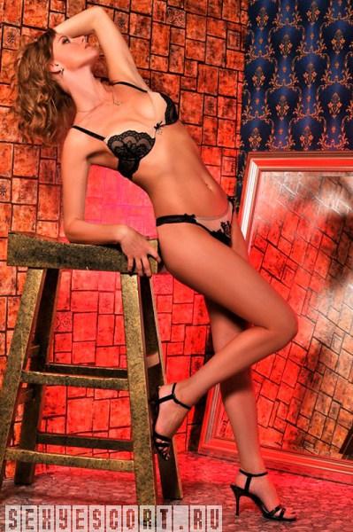 eroticheskie-foto-siskastie-bryunetki